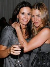Courtney Cox and Jennifer Aniston. BFFL