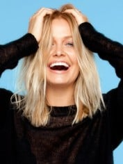Lara Bingle sunscreen photo