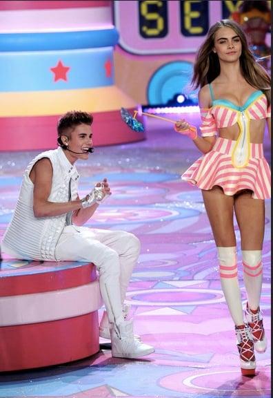 Bieber Victoria's Secret parade in 2012