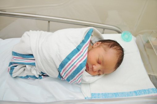 Experts warn against swaddling babies