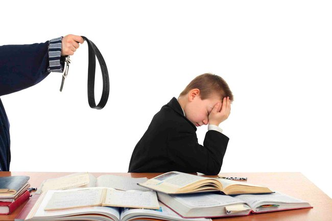 todays parents are not strict enough with children The most common parenting mistakes made include neglecting the child and not  correcting him or her this leads to a number of problems in.