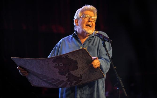 Rolf Harris abandons his appeal