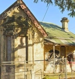 decrepit homes  290x307 $1 million gets you a run down terrace in Sydney. Or THIS in Malibu or Paris.