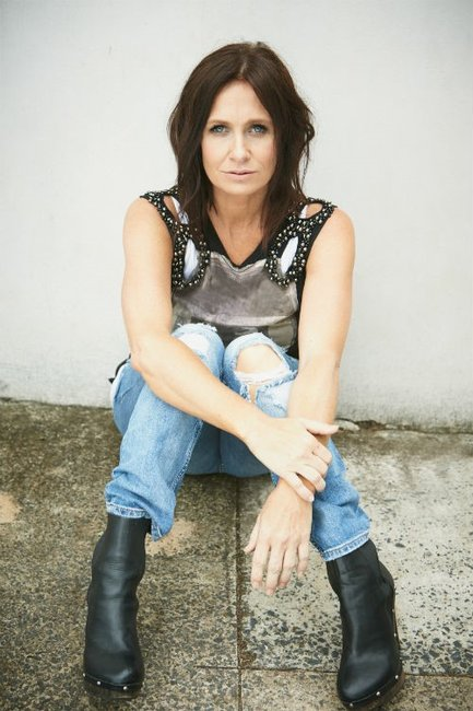 "Kasey Chambers: ""There's no such thing as a 'supermum' and everyone is struggling."""