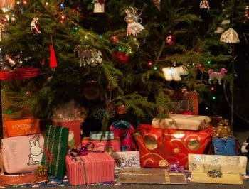 xmas tree with gifts