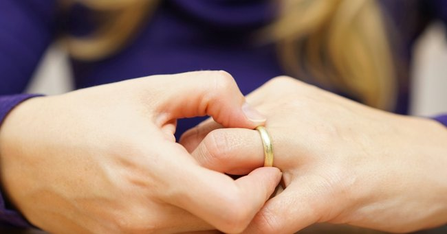 Been through a divorce? This woman desperately needs your help.