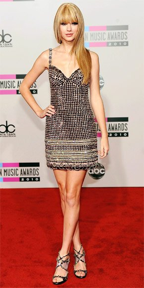 Taylor Swift at the 2010 AMAs .