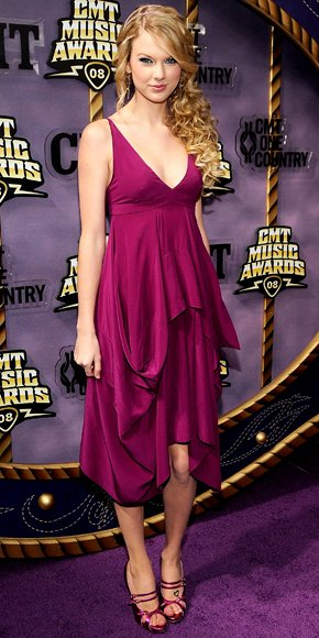 Taylor Swift at the CMT music awards in 2008