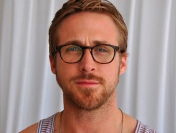Ryan Gosling dyed his hair dark, dark brown and people can