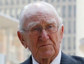 Hundreds gather to farewell former Prime Minister Malcolm Fraser.