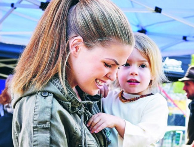 Belle Gibson son feature