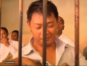 Andrew Chan marries fiancée the day before his planned execution.