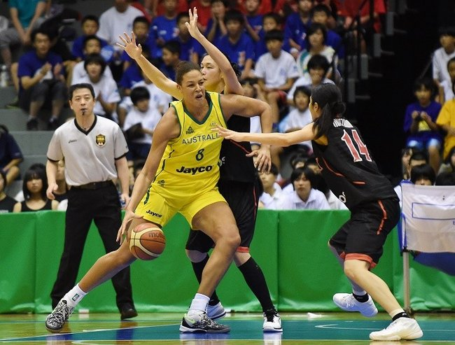 KAMINOYAMA, JAPAN - JULY 27:  Elizabeth Cambage of Australia hundles the ball during the women's basketball international friendly match between Japan and Australia at Kamiyama City Sports and Cultural Center on July 27, 2014 in Kaminoyama, Japan.  (Photo by Atsushi Tomura/Getty Images)