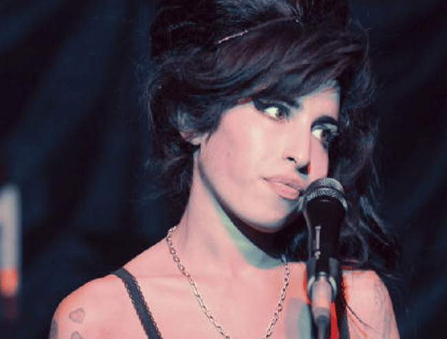 amy winehouse singing feature size