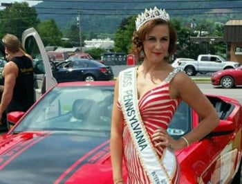 Beauty queen faked cancer feature