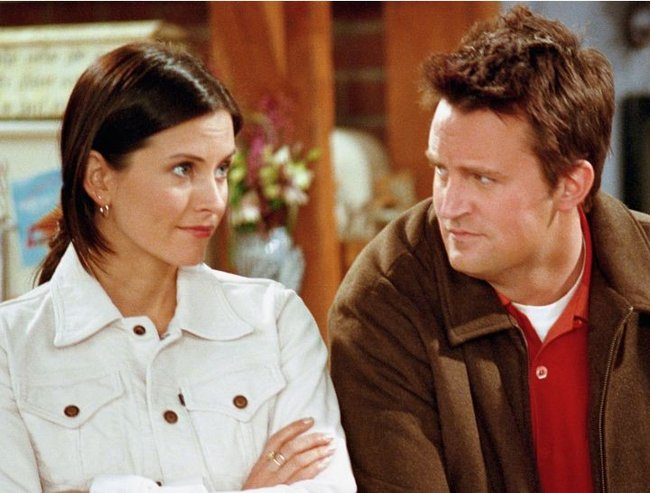 """FRIENDS -- """"The One with the Truth About London"""" Episode 16 -- Aired 2/22/2001 -- Pictured: (l-r) Courteney Cox as Monica Geller, Matthew Perry as Chandler Bing -- Photo by: NBCU Photo Bank"""