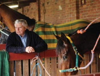 Bart Cummings: Legendary Australian racehorse trainer dies aged 87