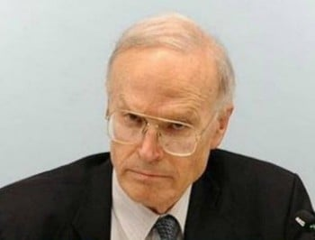 Dyson Heydon decides not to step down as head of Trades Union Royal Commission.