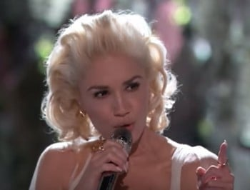 Gwen Stefani The Voice performance