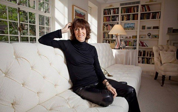 nora ephron famous essays Ephron started her creative career with journalism and writing essays but it was leap into screenwriting and film making that made her extremely famous she is known for writing and directing epic films like, 'sleepless in seattle', 'julie & julia', etc.