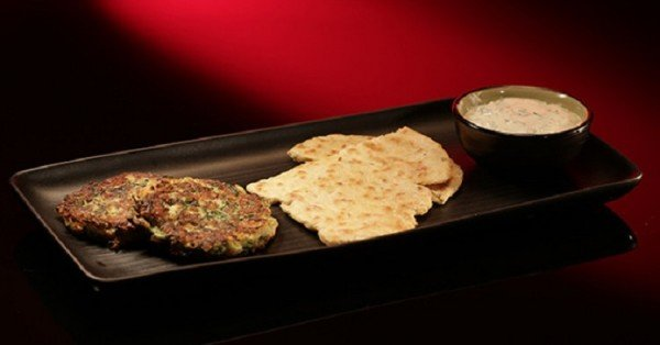 ep12_entree_herb_zucchini_fritters_with_fennel_flat_bread_and_yoghurt_sauce_1bcik8g-1bcik8j