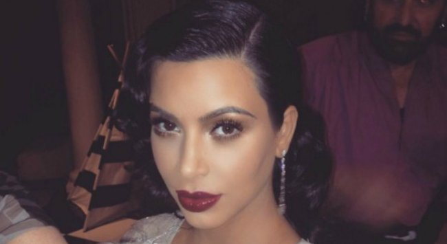 Um... why are celebrities putting eyeshadow in their hair?