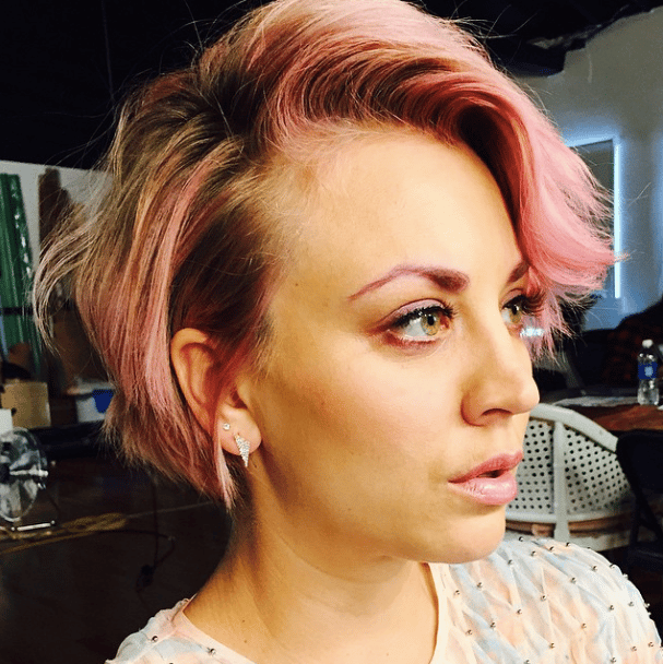 Kaley Cuoco has pink hair