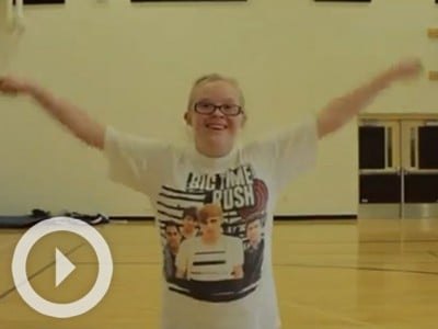 Is this the most inspiring cheerleader ever?
