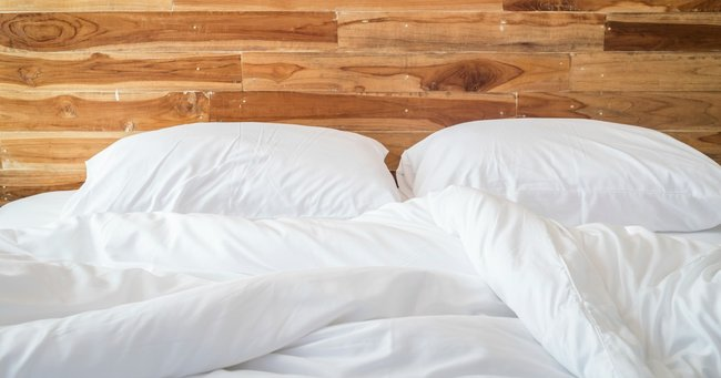 The Secret To Avoiding Bedbugs? The Colour Of Your Sheets.