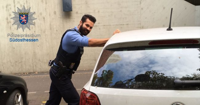Quick-thinking cop calms baby trapped in a car using less than conventional measures.