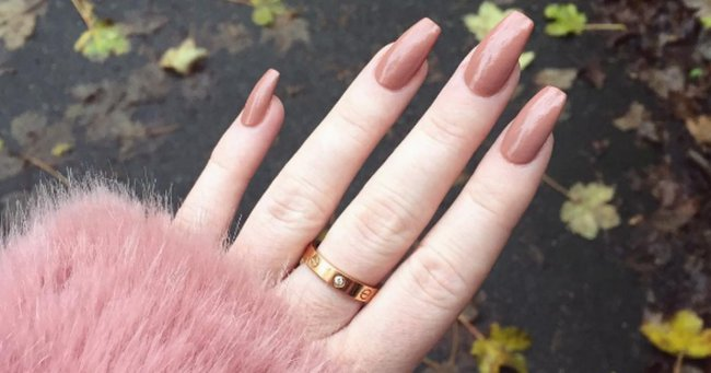 This woman just showed the reality of acrylic nails addiction.