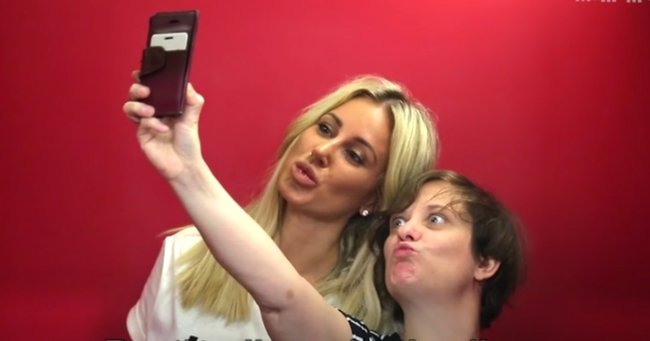 Roxy Jacenko shares her top tips for the perfect lift selfie.