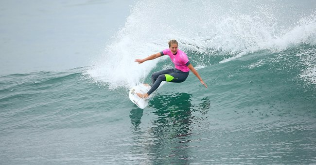 Stephanie Gilmore wins RoxyPro at Snapper Rocks.