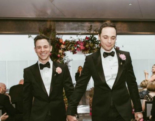 The Big Bang Theory's Jim Parsons got married, and the photos are just beautiful.