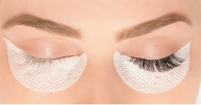 What Every Woman Should Know Before She Gets Eyelash Extensions