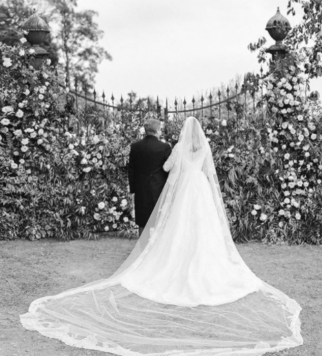 See Kate Upton's Wedding Gown Photo Moments