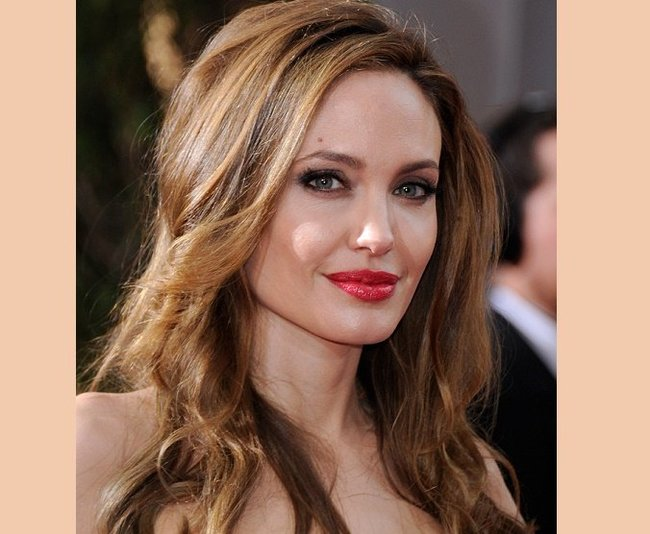 Angelina Jolie earned $18 million in the 2013-2014 financial year. Data from Forbes.