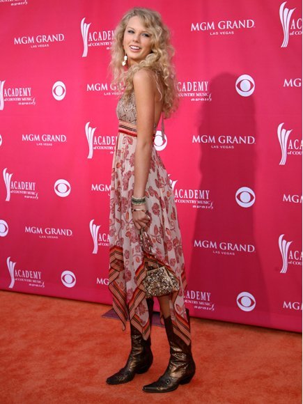Taylor Swift at the Annual Academy of CMAa in 2007