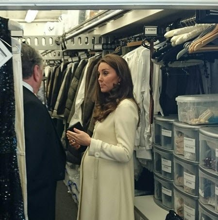 kate middleton visits downton abbey