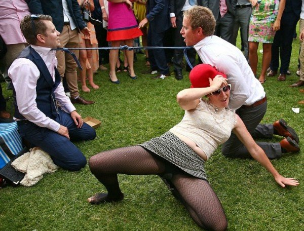 Look At The Hoards Of Drunk People At Melbourne Cup-3463