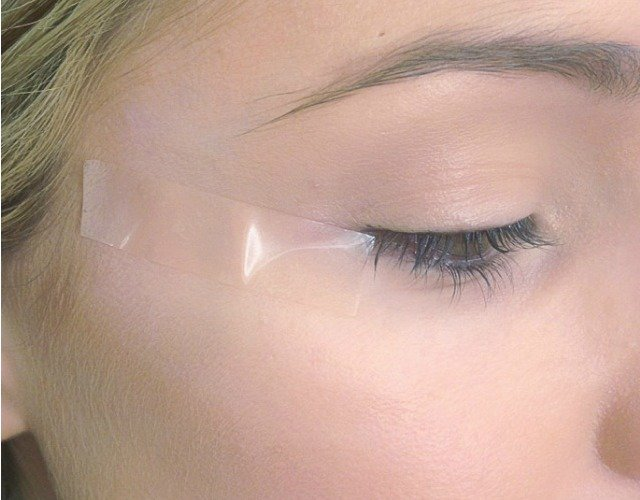 how-to-do-winged-eyeliner-1