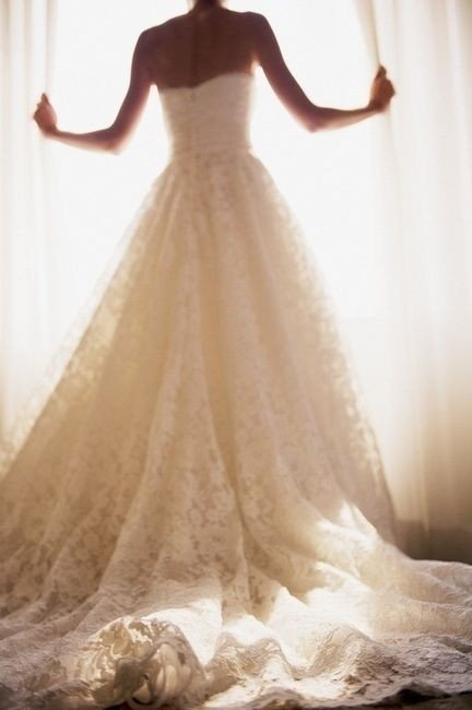 George clooney is tying the knot and here 39 s what his bride for Vintage lace wedding dress pinterest