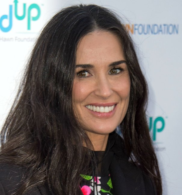 Demi Moore S Grey Hair Is A Refreshing Sight