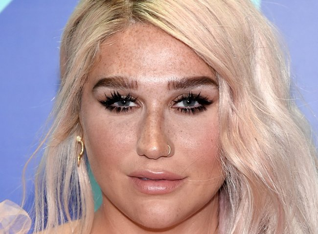 Kesha-VMAS-2017-beauty