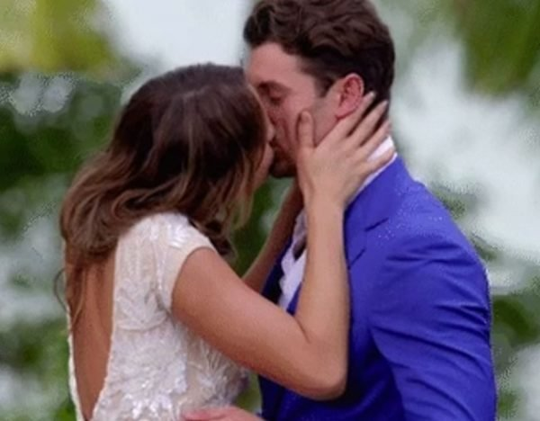 laura matty bachelor kiss