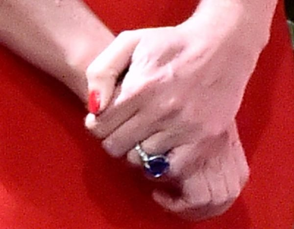 Gwyneth Paltrow Engagement Ring It S Big And It S Blue