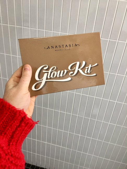 Anastasia-Beverly-Hills-Ultimate-Glow-Kit-review