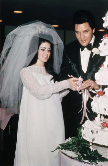 30 unconventional celebrity wedding dresses that made fashion history.