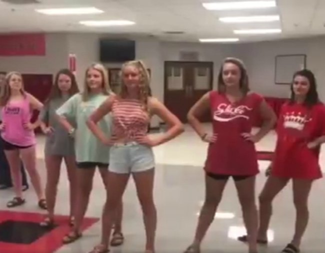 A Texas school dress code video goes viral for all the wrong