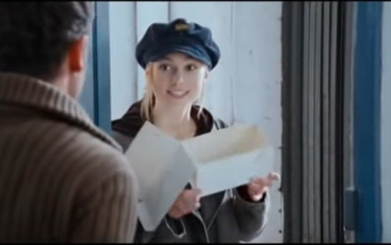 The real reason Keira Knightley wore a hat in Love Actually. 2a593cf0d1fa